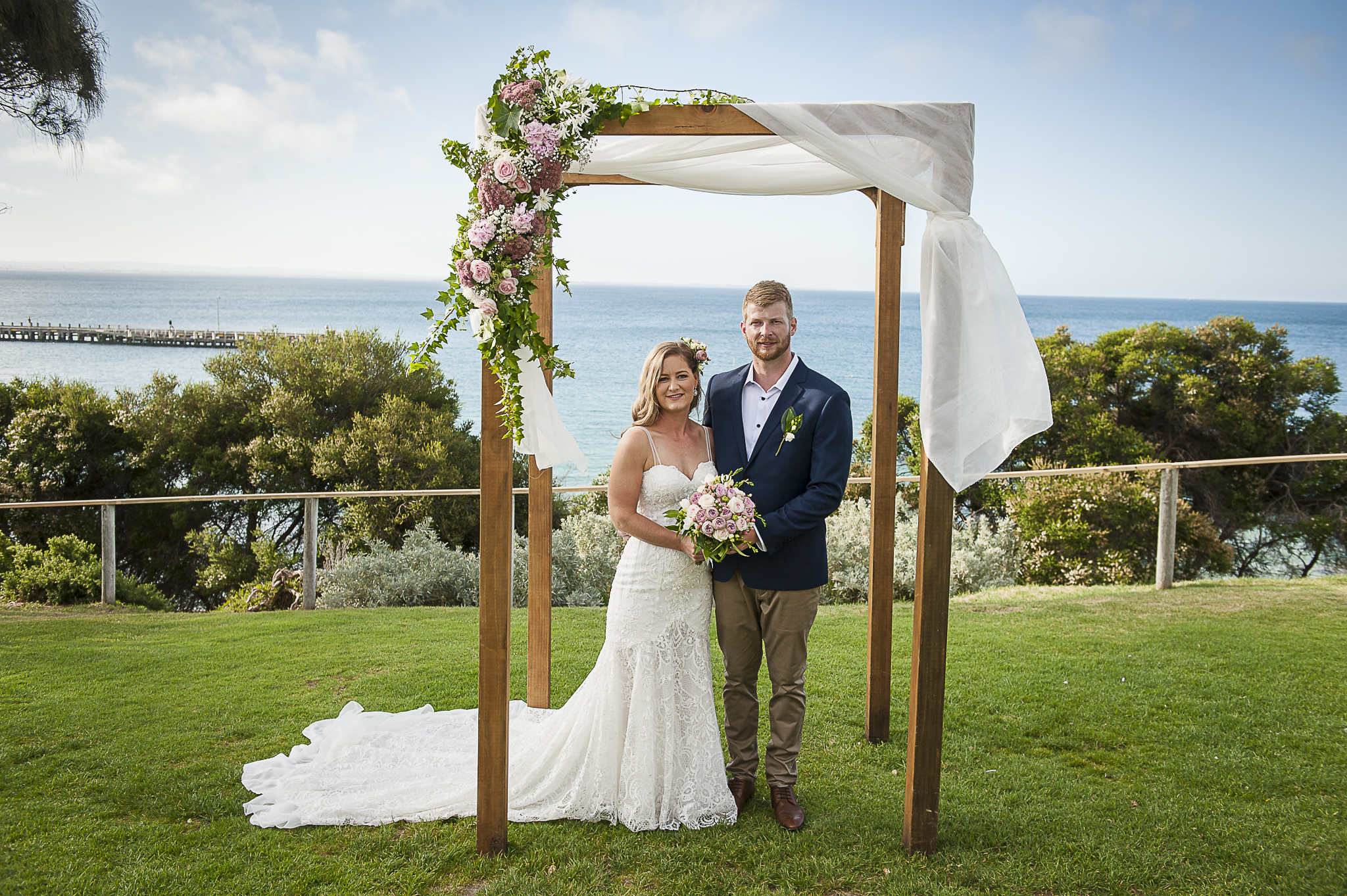 wedding flowers, vintage bride, Daylesford wedding, country wedding, vintage wedding, Bringlebit farm, kiss the bride